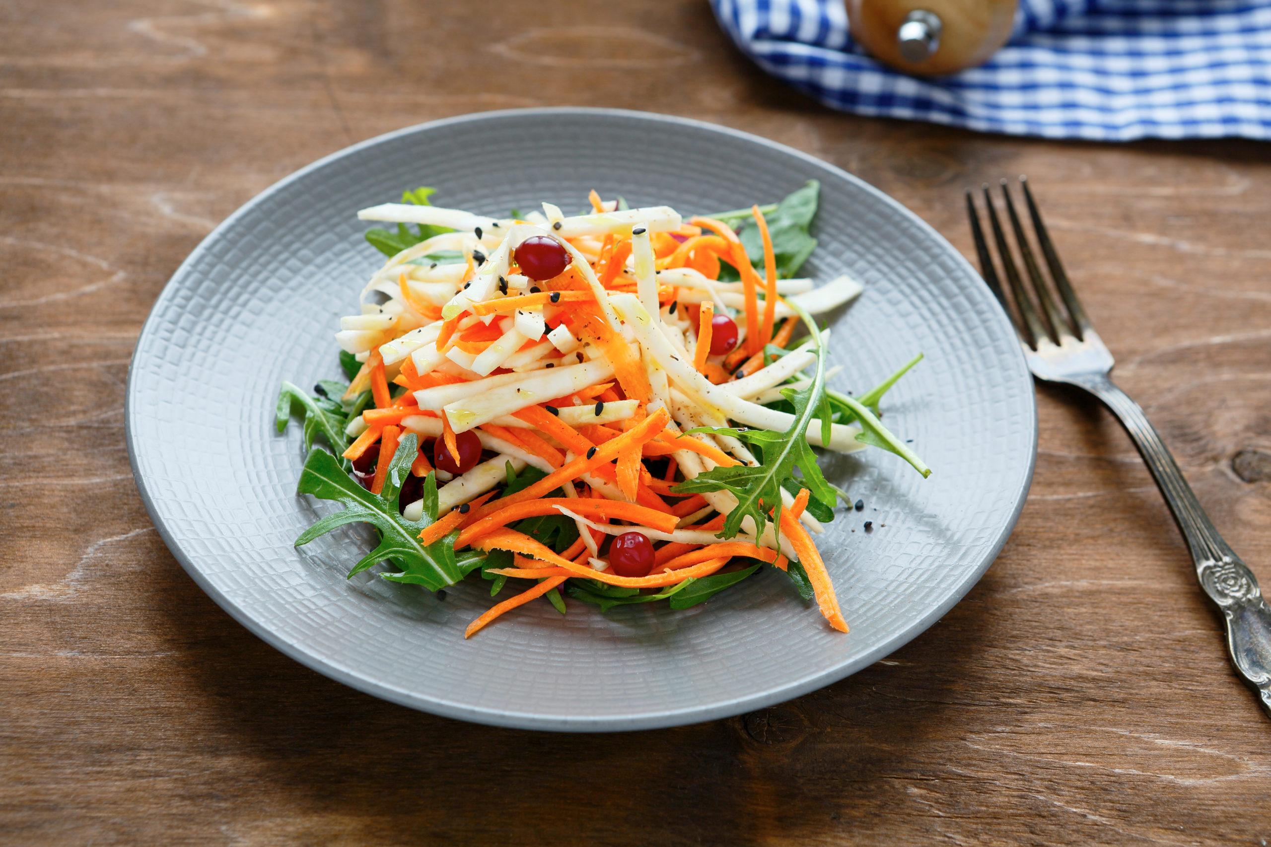 Nouvelle salade céleri rémoulade et carottes rappées.